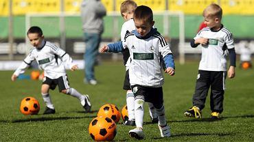 Zajęcia dla przedszkolaków organizowane przez Akademię Piłkarską Legii Warszawa