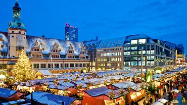 Świąteczny jarmark przed Ratuszem w Lipsku