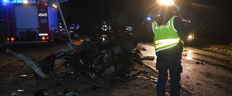 Zderzenie ciężarówki z autem w Kaliszu na Pomorzu. Trzy osoby nie żyją