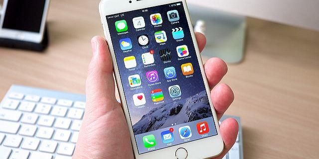 IPhone'y domagają się wymiany nieoryginalnych baterii