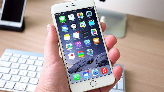 IPhone'y domagają się wymiany nieoryginalnych baterii. Apple się tłumaczy