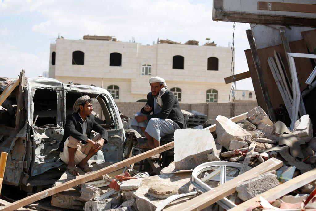 Ruiny budynków zbombardowanych przez Arabię Saudyjską