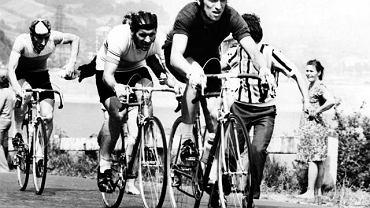 Na pierwszym planie Stanisław Szozda, tuż za nim Ryszard Szurkowski. - Rysiek zawsze miał wszystko przemyślane, ułożone, kalkulował i podchodził do wyścigu ze stoickim spokojem. Szozda był żywiołowy, często chciał uciekać już na pierwszym kilometrze - opowiadał trener Wojciech Walkiewicz, który 40 lat temu prowadził polską drużynę na mistrzostwach świata w Barcelonie