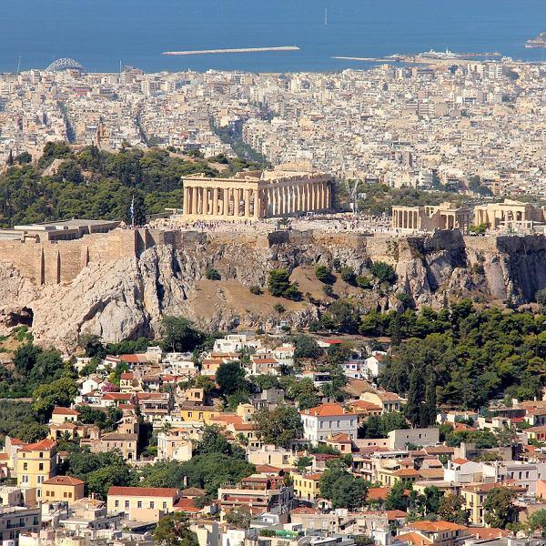 Ateny warto odwiedzić nie tylko dla zabytków, ale również dla prawdziwej greckiej kuchni
