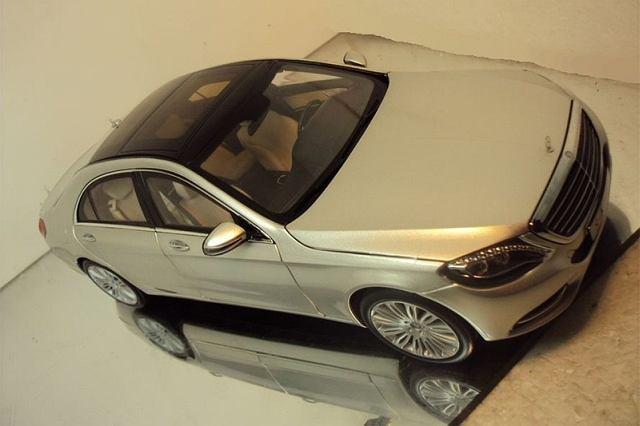 Zdjęcia miniaturowego modelu S-klasy (W222) wyciekły do sieci przed oficjalną premierą niemieckiej limuzyny