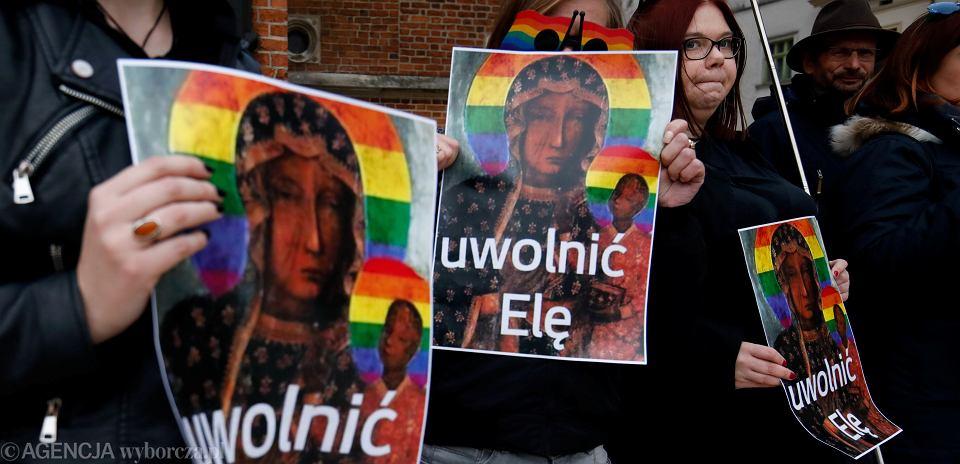 Kraków, protest w obronie Elżbiety Podleśnej, autorki obrazu Matki Boskiej z tęczową aureolą pt. '' Tęcza nie obraża '', 6 maja 2019.