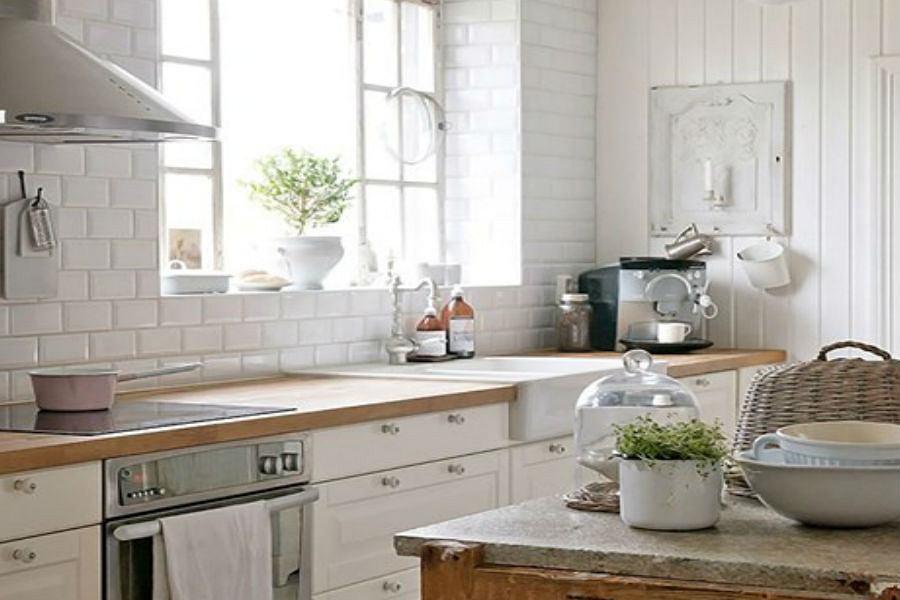 Rodzinna kuchnia - naczynia, kubki, sztućce