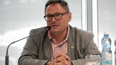 Nowe obostrzenia. Tomasz Terlikowski: zamknięcie świątyń dla wiernych uderzyłoby w elektorat PiS