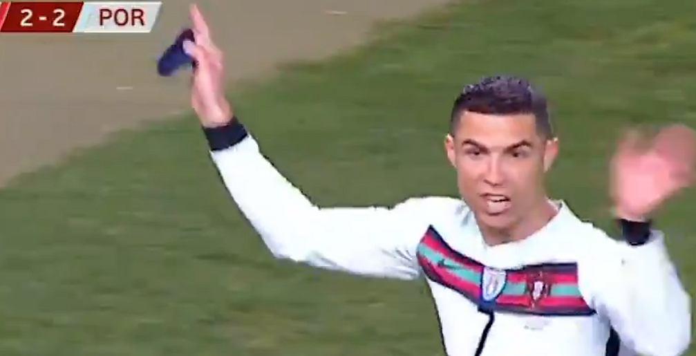 Cristiano Ronaldo schodzi z boiska