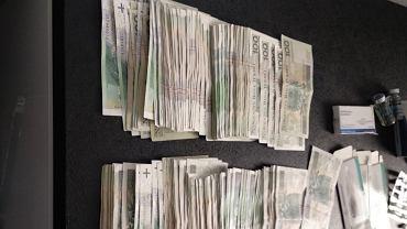 Funkcjonariusze CBŚP zatrzymali grupę przestępczą zajmującą się produkcją i sprzedażą podrabianych leków.