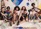 """Moda z okazji """"Pride Month"""": coraz więcej marek wspiera LGBT kolekcjami z tęczą"""