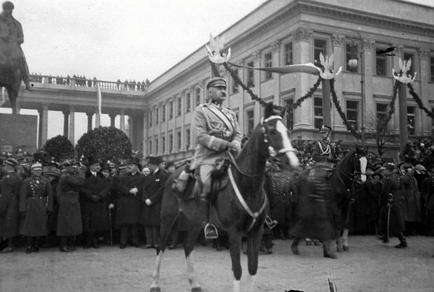 Marszałek Józef Piłsudski na Kasztance podczas defilady 11 listopada 1927 roku Marszałek Józef Piłsudski na Kasztance podczas defilady 11 listopada 1927 roku , Narodowe Archiwum Cyfrowe
