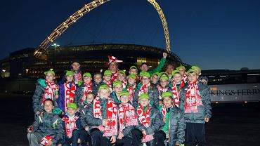 Zdobywcy Pucharu Tymbarku pod stadionem Wembley