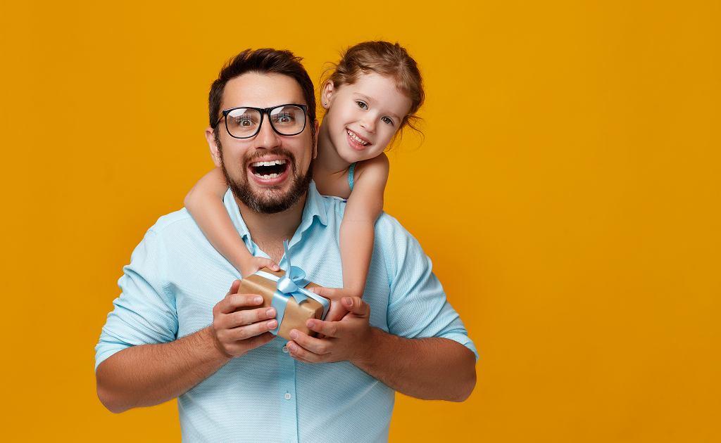 Prezent dla taty na Dzień Ojca powinien być przede wszystkim funkcjonalny. Zdjęcie ilustracyjne, Evgeny Atamanenko/shutterstock.com
