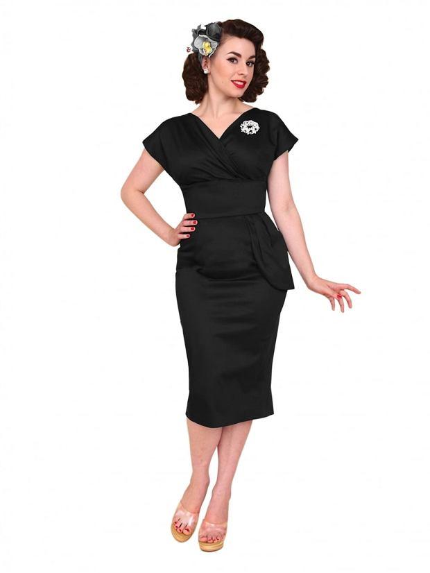 Dopasowana czarna sukienka w stylu lat 40.