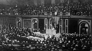 8 stycznia 1918 r., prezydent Stanów Zjednoczonych Thomas Woodrow Wilson przedstawia w Kongresie 14-punktowy plan ustanowienia nowego ładu światowego po zakończeniu pierwszej wojny światowej