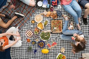 Co przygotować na piknik w ogrodzie? Te propozycje zadowolą każdego