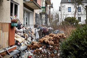 """Urządzili wysypisko śmieci w mieszkaniu. Zarządca: """"To dramat"""""""