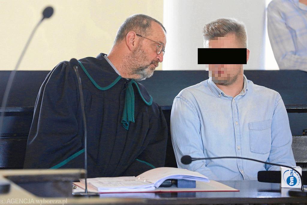 Mecenas Władysław Pociej i Sebastian K. podczas rozprawy ws. wypadku Szydło