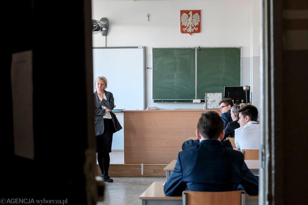 Egzamin ósmoklasisty 2020 - język angielski i inne języki obce. Gdzie znaleźć arkusz? Kiedy wyniki? (zdjęcie ilustracyjne)