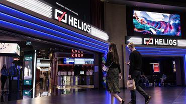 21.05.2021, Warszawa, kino Helios w pierwszy dzień funkcjonowania kin po zamknięciu związku z pandemią koronawirusa.