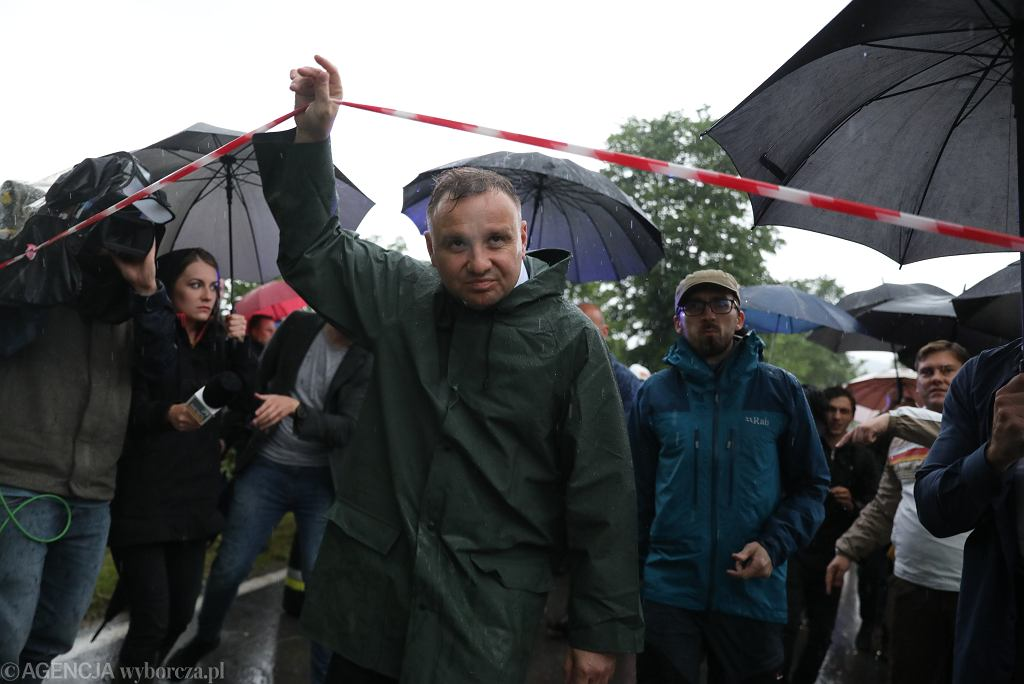 Prezydent Andrzej Duda na podtopionych terenach w województwie podkarpackim.