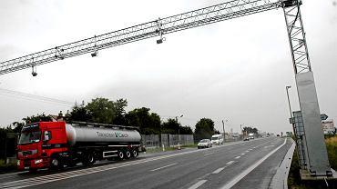 Od 1 lipca nadzór nad systemem elektronicznych opłat drogowych przejmuje Krajowa Administracja Skarbowa. I w ciągu roku ma wprowadzić nowy, satelitarny system e-myta.