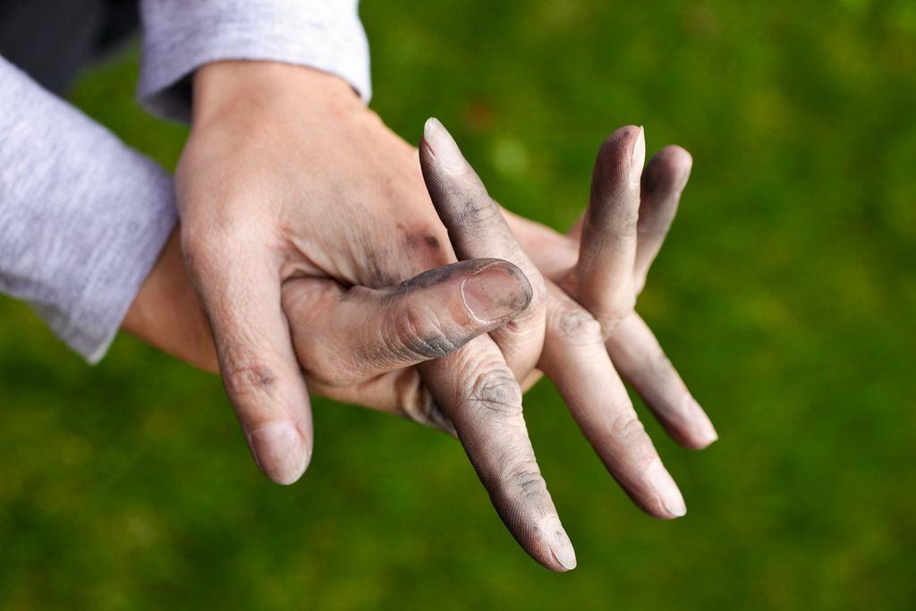 Brudne ręce to jedna z możliwych przyczyn zakażenia bakteriami Shigella