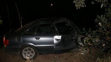 Kujawsko-Pomorskie. Pijany kierowca i pasażer zostawili ranną współpasażerkę na polu i uciekli. Kobieta zmarła