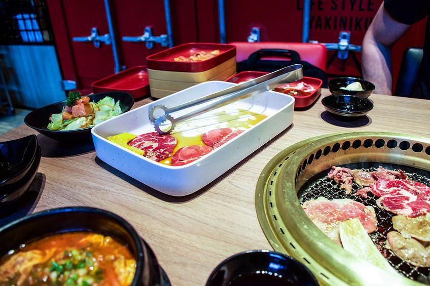 Północnokoreańska Sieć Gastronomiczna Pjongjang Zarabia Za