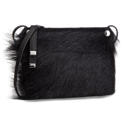 Czarne torebki w małym i dużym formacie. Małgorzata Socha
