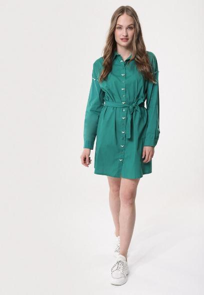 4. Szmaragdowa sukienka koszulowa