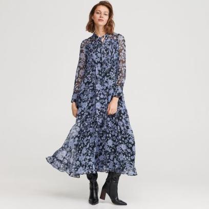 Klaudia Halejcio w wieczorowej sukience marki Guess. Ten