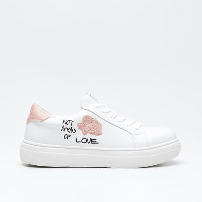 Białe sneakersy te buty musisz mieć na lato!