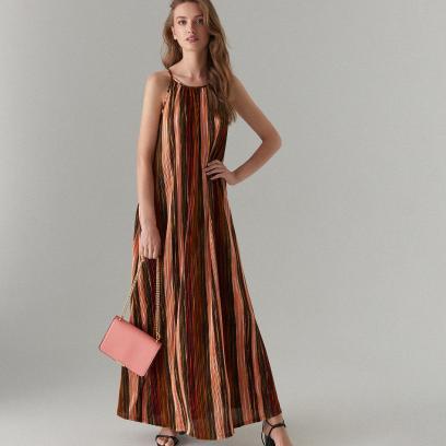 1. Sukienka maxi w wyszczuplający wzór