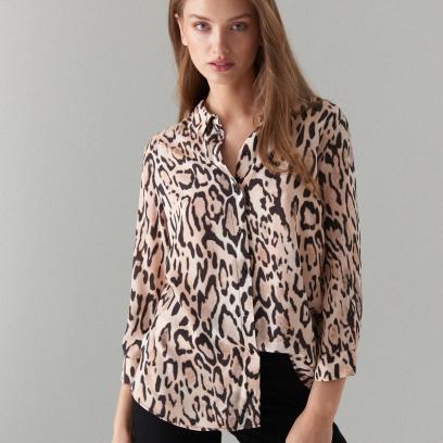 3. Koszula z motywem zwierzęcym
