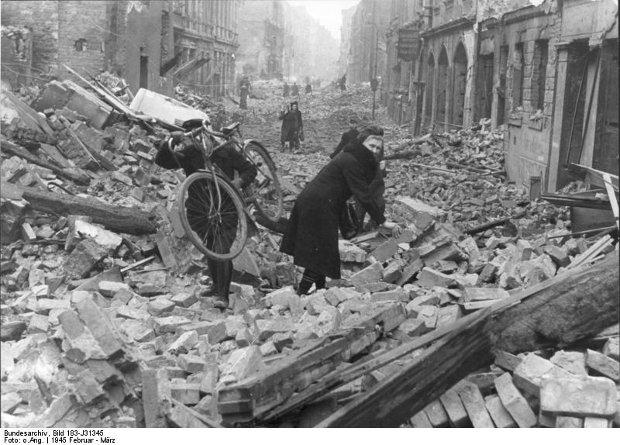 Berlin, zniszczenia po nalocie alianckim w 1945 r.