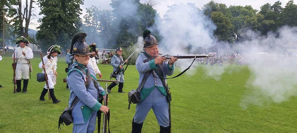 Rekonstrukcja bitwy pod Burkatowem podczas trzeciej wojny śląskiej, która odbyła się 21 lipca 1762
