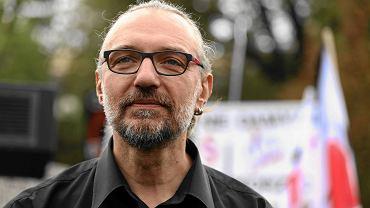 Mateusz Kijowski podczas demonstracji 'Żarty się skończyły'. Ul. Wiejska, przed Sejmem. Warszawa, 1 października 2016