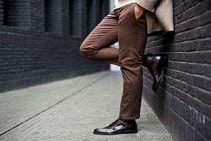 Pokochaj styl casual - męskie chinosy do 150 złotych