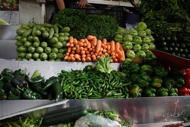 Warzywa na targu w Meksyku/ Fot. CC BY 2.0/ Michelle Tribe/ Flickr.com