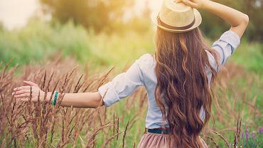 Jak szybko zapuścić włosy? Trzeba postawić przede wszystkim na odpowiednią ich pielęgnację. Zdjęcie ilustracyjne