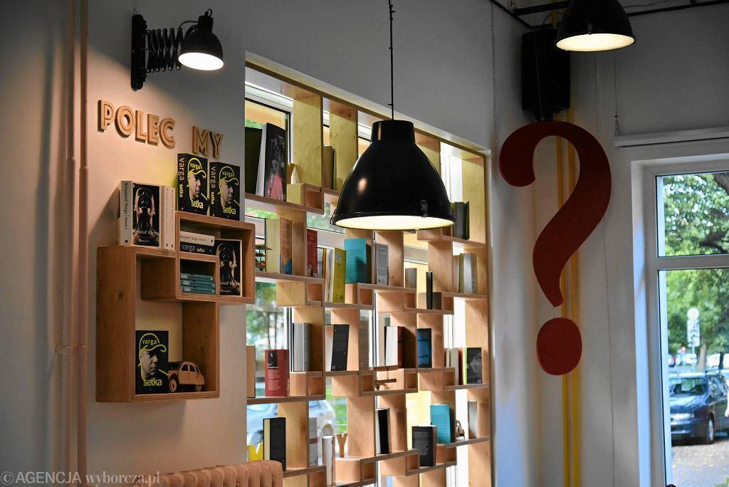 Big Book Cafe / FRANCISZEK MAZUR