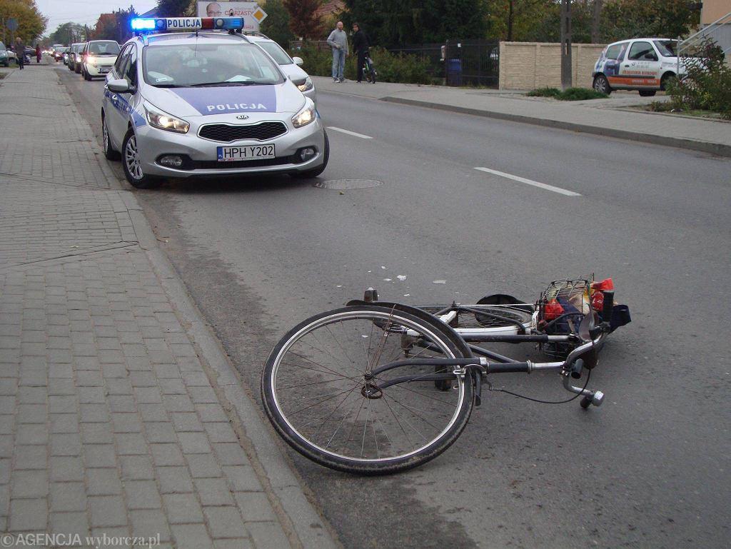Wypadek rowerzysty (zdjęcie ilustracyjne)