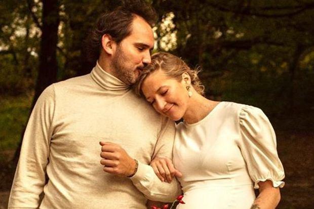 Lara Gessler urodziła. W kwietniu ogłosiła, że spodziewa się swojego pierwszego dziecka, a dziś wraz z Piotrem Szelągiem świętuje przyjście córki na świat.