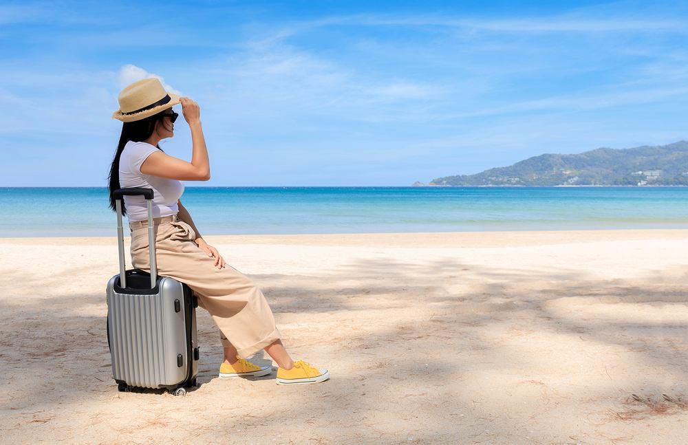 Jak ubrać się w podróż, czyli o czym należy pamiętać komponując strój podróżny. Zdjęcie ilustracyjne