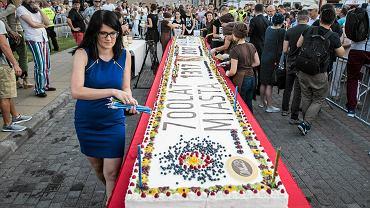 Uroczystości 700-lecia Lublina. Urodzinowy tort na placu Zamkowym
