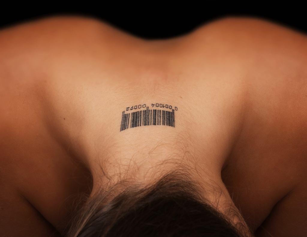 Bezpiecznie pożegnaj niechciany tatuaż.
