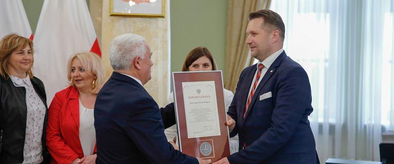 """Woj. lubelskie """"ugina się pod presją centrali"""" ws. uchwały anty-LGBT"""