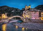 """Mało znane włoskie miejscowości. Wśród nich miasto wykute w skale i """"wioska Smerfów"""""""